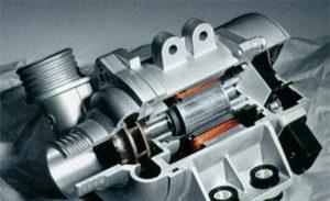 La elektronika akvopumpilo de BMW havas tiom da avantaĝoj kaj povas ŝpari fuelon